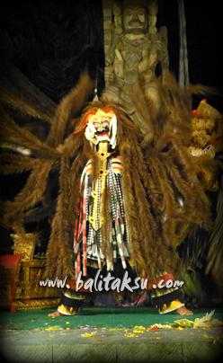 "alt=""Rangda Dalam Tari Bali"""