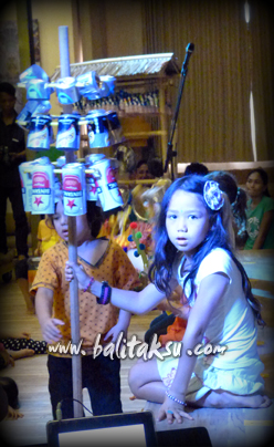 "alt=""Pentas Angklung & Recycle Music oleh the Spring School Ubud"""