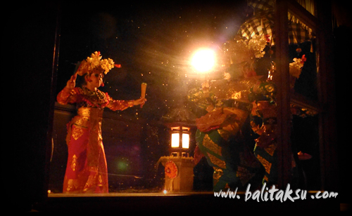"alt=""Legong Dance Performance at Villa"""