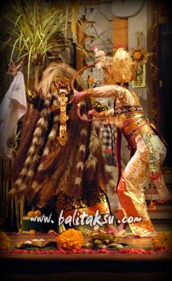 マヤデナワ王を弓で撃つインドラ神のシーン