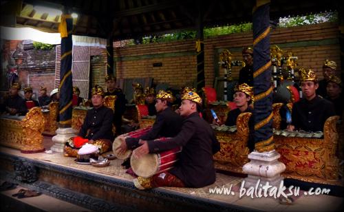 Seka Gong Maksan Pura Dalem Gede Peliatan マクサン・プラ・ダレム・グデ寺院専属楽団
