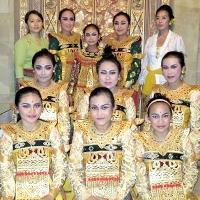 Dewi Sri Group, Pura Desa dan Pusen Peliatan, Legong Kupu-kupu Carum. (Tari Sanggar Sri Padma, Gamelan Sanggar Dewi Sri) レゴン・クプクプ・チャルム舞踊奉納(舞踊 スリ・パドマ、演奏 デウィ・スリ楽団)