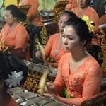 Seka Gong Wanita Gurnita Sekar Sari Br.Kalah Peliatan Ubud (female group)