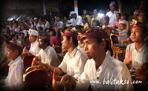 Ngayah di Odalan (Karya Agung) 2012 Yayasan Widya Funa Foundation