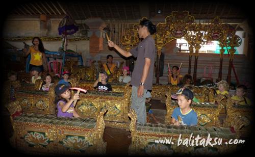 study balinese Gamelan - Balerung Stage Peliatan.
