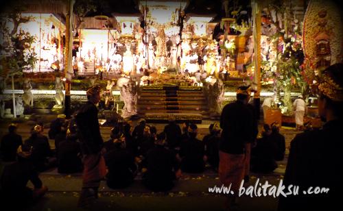 """alt=""""カルヨ・アグン ウブド・グヌン・ルバー寺院::2014年10月 【グンタ・ブアナ・サリ楽団】"""""""