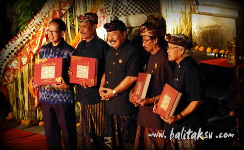 """alt=""""イ・グスティ・ニョマン・レンパッド (1862? – 1978) 画集 Lempad of Bali 出版記念絵画展"""""""
