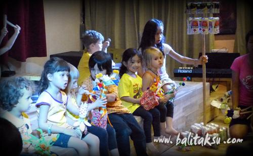 "alt=""Pentas Angklung & Recycle Music oleh the Spring School Ubud"""
