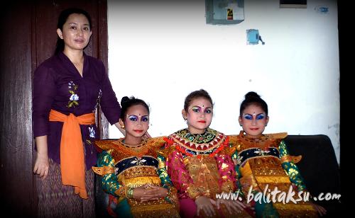 "alt=""Performance at Yayasan Polosseni Teges Peliatan"""