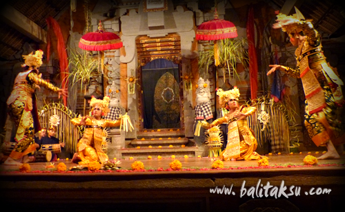 Raja Mayadenawa dan Patih Kala Wong menggangu rakyat sedang sembahyang