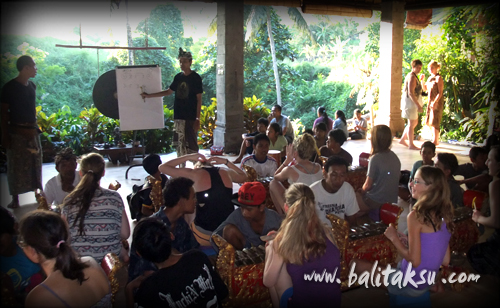balinese gamelan and dance workshop at ubud
